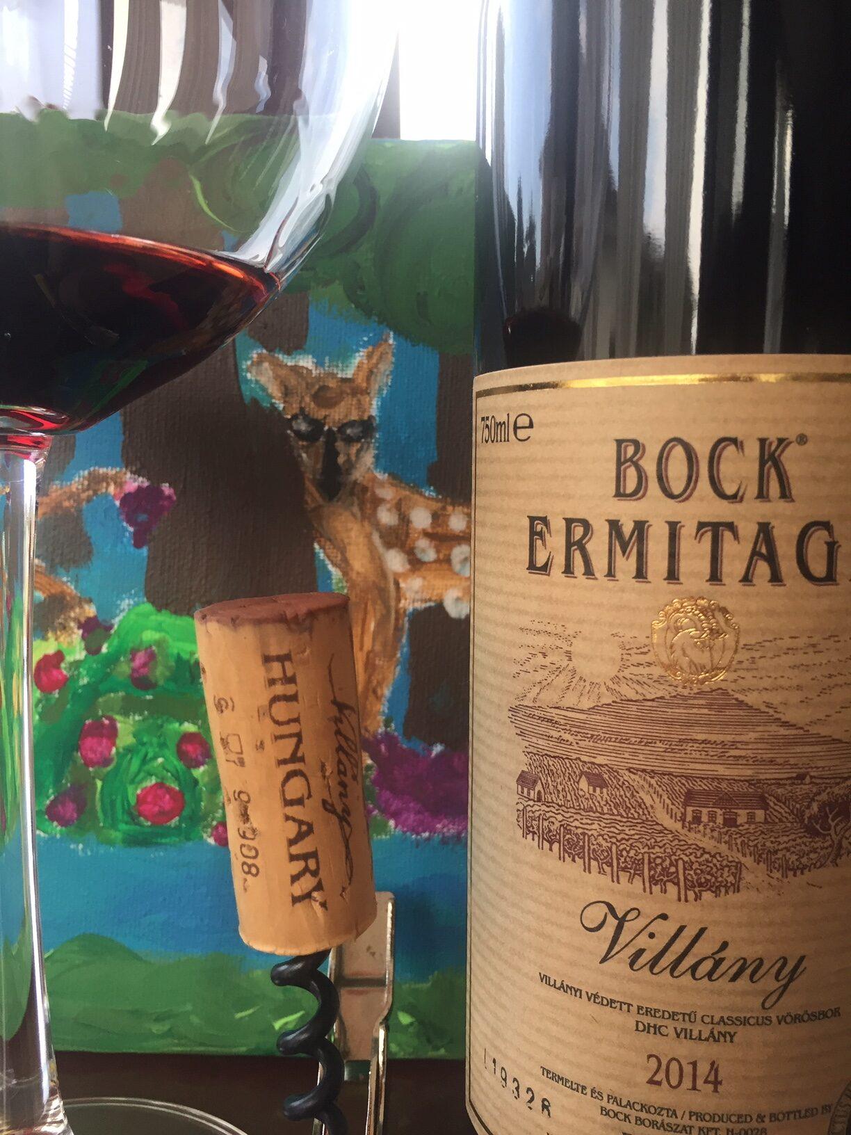 Bock ermitage 2014, vino ungherese, regalo di un amico appassionato di caccia e comprato in una delle sue spedizioni. Nel bicchiere alto ed importante si presenta con un rosso rubino , con unghia tendente al granato. Sullo sfondo, ius omaggio al mio amico, un dipinto di una foresta con i cervi